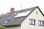 Sonnenenergie unterstützt die Ölheizung im Keller- Hybridheizung senkt Brennstoffbedarf