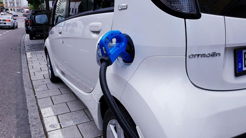 TÜV Rheinland: Elektromobilität ist im Autohaus angekommen