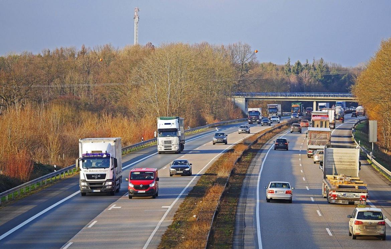https://my.contentserver24.de/content/news/images/2020/autobahn_Herbst.jpg