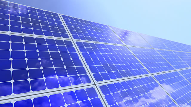 See statt Dach: 750 Kilowatt schwimmende Solaranlage in NRW installiert