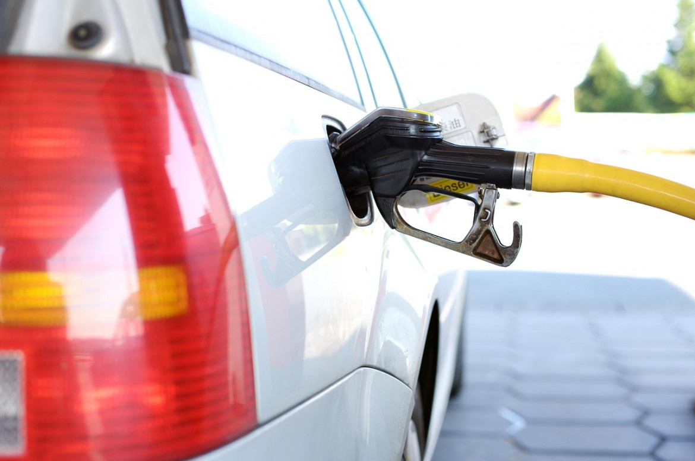 Benzin und Diesel leicht verteuert