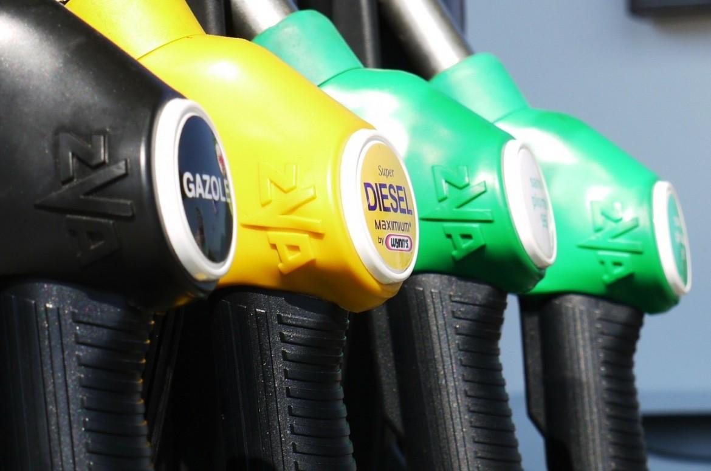 Benzin spürbar teurer