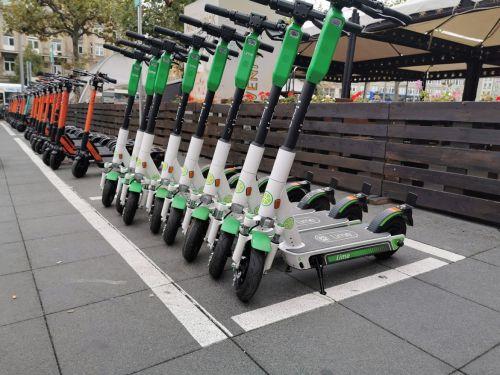 E-Scooter im Alltag: Ein Viertel der Fahrer hält sich nicht an die Regeln