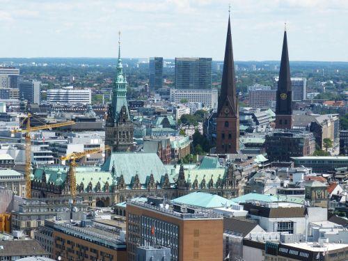 Bundesumweltministerium fördert neue Elektrobusse in Hamburg