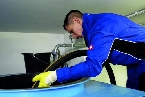 Ist der Tank sauber, freut sich die Heizung: Fachbetriebe reinigen Heizöltanks