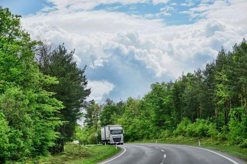 Studie von ADAC & TÜV: LNG-Lkw können günstiger als Diesel-Lkw sein