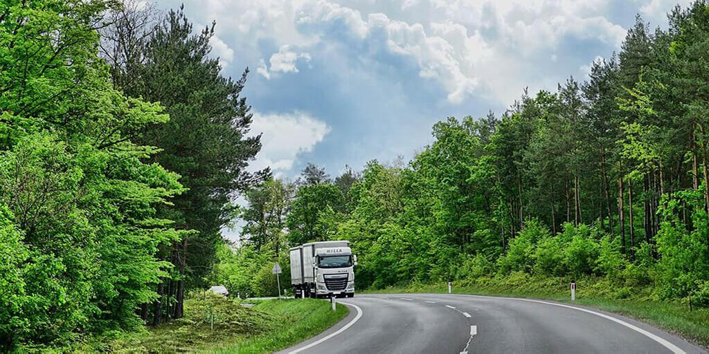 Diesel hält Fahrzeuge in Bewegung