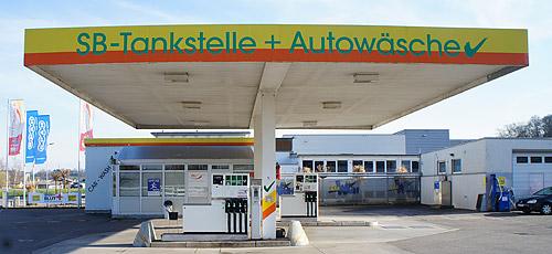 Tankstelle und Autowäsche