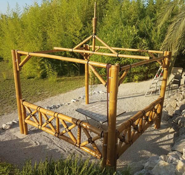 Bambus Pavillon, Gazebo 5,20 x 5,20 m mit Seitenteilen, Tisch u. Bänken