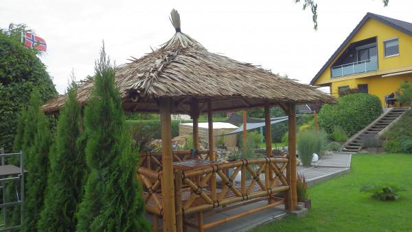 Bambus Pavillon, Gazebo 4,20 x 4,20 m mit Seitenteilen, Tisch u. Bänken
