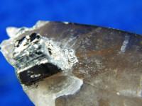 Klarer Phantom-Rauchquarz Kristall poliert