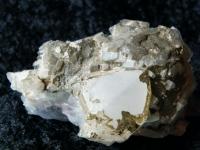 Bergkristallstufe mit Chloritwürfeln aus China