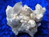 Bergkristallstufe mit weißem Hyalit aus Namibia