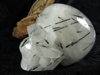 Rauchquarz Kristallschädel mit schwarzem Turmalin