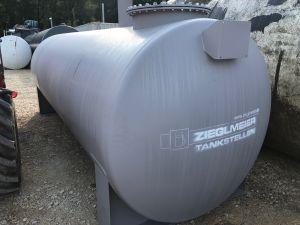 10.000 / 1600mm Dieseltank mit Cube Konsole vorne