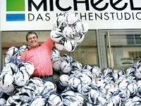 500 Fußbälle zum Kindertag