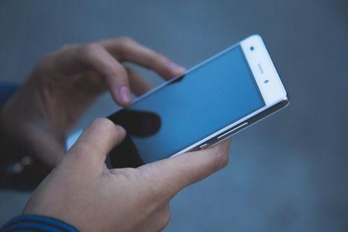 Smartphones und Tablets vor Sommerhitze schützen