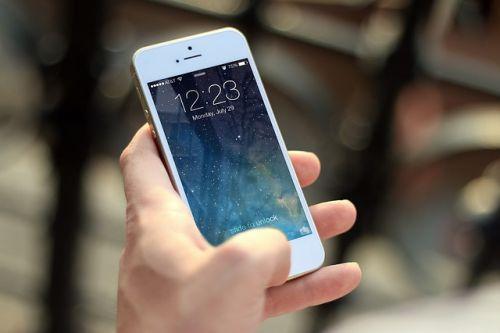 An der Gerätesperre vorbei: Siri hilft bei unerlaubten iphone-Zugriffen